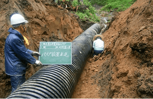 山作業道流木片付け、排水パイプ設置工事3