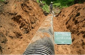 山作業道流木片付け、排水パイプ設置工事4